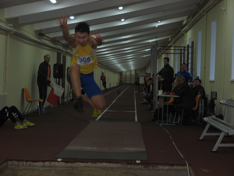 В прыжке Мичил Илларионов